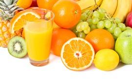 Naranjas, manzana, uva, plátano, kiwi, jugo.