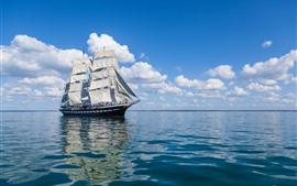 Парусный корабль, море, облака