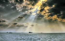 Mar, barcos, nubes, rayos solares