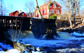冬、川、橋、家、かすんで