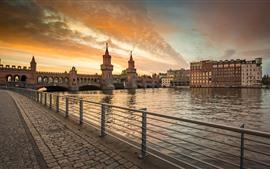 Alemania, Berlín, paseo marítimo, río, puente, puesta de sol