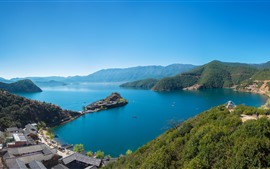 Lago, ilha, montanhas, cidade