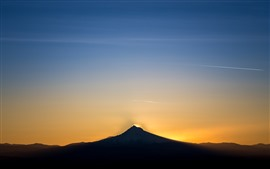 Preview wallpaper Mountain, sunset, sky, glow