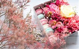 Flores rosas y macaron, regalo