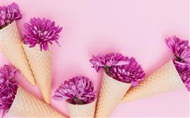 Flores rosas, manzanilla, cono de huevo.