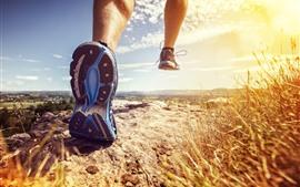 预览壁纸 跑步,脚,草,自然