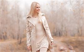 Aperçu fond d'écran Sourire fille blonde, manteau