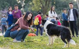 Aperçu fond d'écran Sourire fille et chien