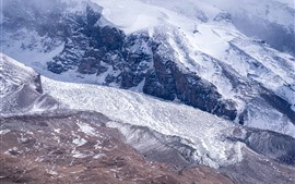 Montanhas nevado, Pamirs, névoa
