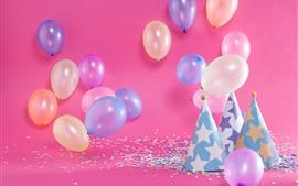 Alguns balões coloridos, chapéu, decoração, aniversário