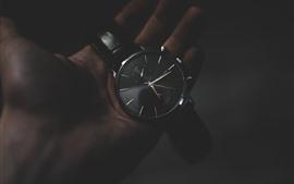 Reloj, mano, oscuridad