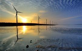 Molino de viento, mar, puesta de sol