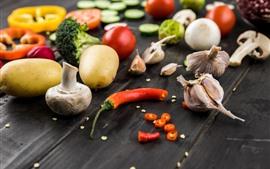 Alho, pimenta, tomates, cogumelos, batatas, vegetal