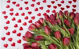Tulipas vermelhas, corações de amor, românticas
