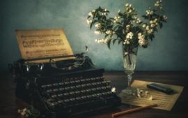 타자기, 음악 악보, 꽃, 꽃병
