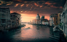Preview wallpaper Venice, Italy, river, buildings, city, dusk