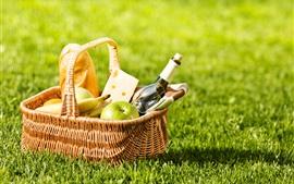 Cesta, pão, vinho, maçã, banana, grama verde