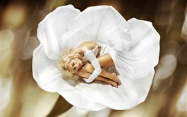 Блондинка, белый цветок, художественная фотография
