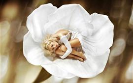 Garota loira, flor branca, fotografia de arte