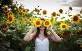 Preview wallpaper Happy girl, smile, sunflowers, like a glasses