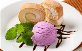 Мороженое и торт, вкусный десерт