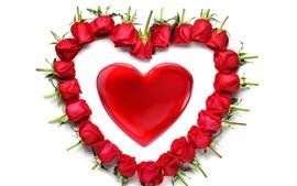 Corazón de amor rojo, rosas, fondo blanco, romántico.