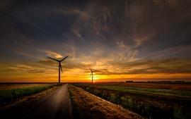 Estrada, campos, moinhos de vento, pôr do sol, céu, nuvens