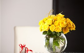 Preview wallpaper Yellow rose, vase, bouquet, gifts