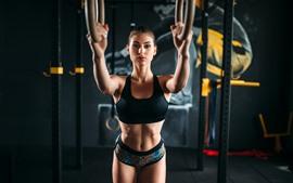 Фитнес девушка, спорт, спортзал, руки, взгляд