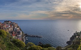 Preview wallpaper Italy, Ligurian Sea, Manarola, coast, houses, clouds, dusk