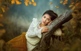 Preview wallpaper Lovely young girl, pose, tree, autumn