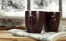 Две чашки, полотенце