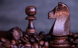 Шахматы, конь, кофейные зерна