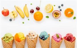 Helado colorido, fruta, plátano, manzana, naranja, cereza, arándano.