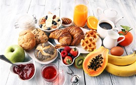 Deliciosa comida, muesli, pan, manzana, plátano, naranja, café, leche, galleta.