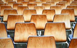 Много стульев