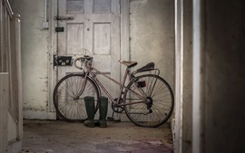 Preview wallpaper Old bike, door