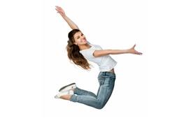 Улыбка девушки, прыжок, поза, белый фон