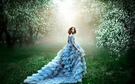 Menina de saia azul, olhe para trás, flores brancas, primavera
