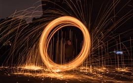 Fuegos artificiales, noche, círculo de chispas