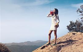 Vorschau des Hintergrundbilder Mädchen, hör Radio, Berggipfel