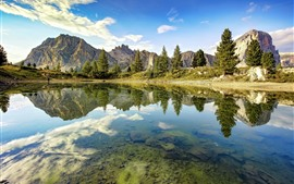 Preview wallpaper Italy, Dolomites, lake, clearwater, mountains