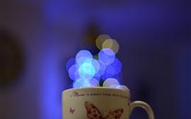 Taça, círculos de luz azul
