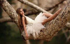 Aperçu fond d'écran Ballerine mignonne, arbre, enfant