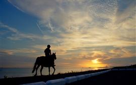 Menina, cavaleiro, cavalo, rio, silhueta, céu, nuvens, pôr do sol