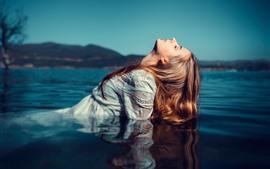 Fille, eau, lac, cheveux, pose
