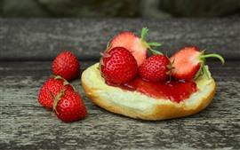 Preview wallpaper Sandwich, strawberries, jam