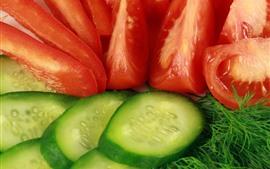 Fatias de pepino e tomate