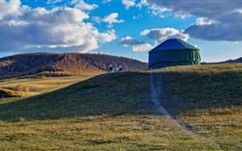Pastagem, tenda, nuvens, outono