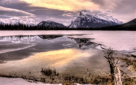 Montañas, nieve, invierno, lago, bosque, reflejo de agua